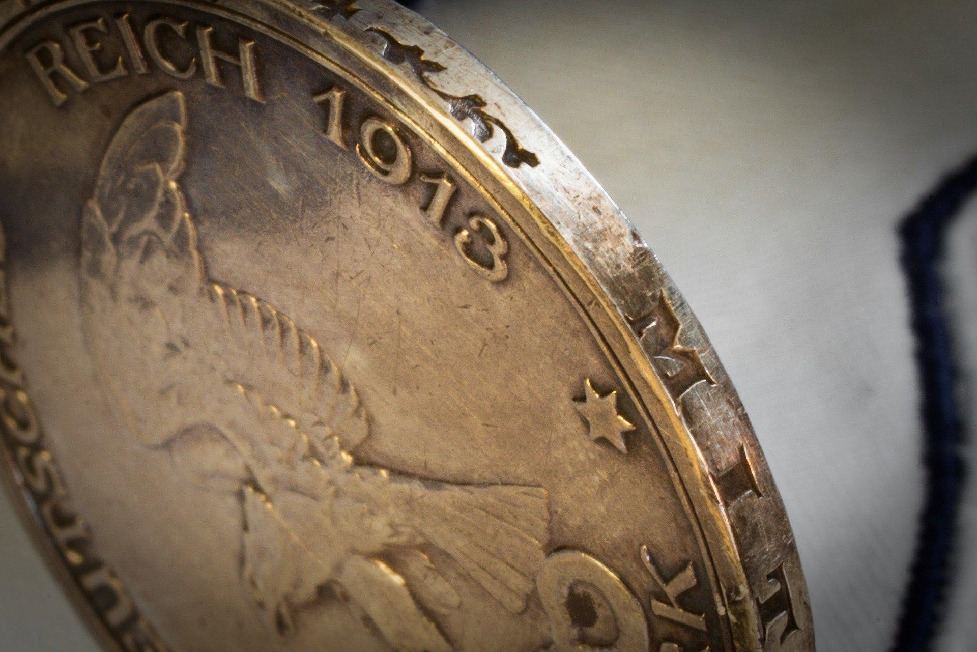 silver-coin-1404320_1920